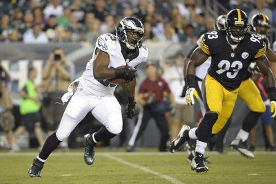 NFL preseason results and scores: Eagles top Steelers, 31-21- http://getmybuzzup.com/wp-content/uploads/2014/08/357547-thumb.jpg- http://getmybuzzup.com/nfl-preseason-eagles-steelers/- By Matt Verderame Philadelphia looked in midseason form against Pittsburgh, trouncing its interstate rival. The Philadelphia Eagles rolled to a preseason 31-21 victory over the Pittsburgh Steelers on Thursday night, following the lead of LeSean McCoy and Nick Foles at Lincoln Financial...- #Eag