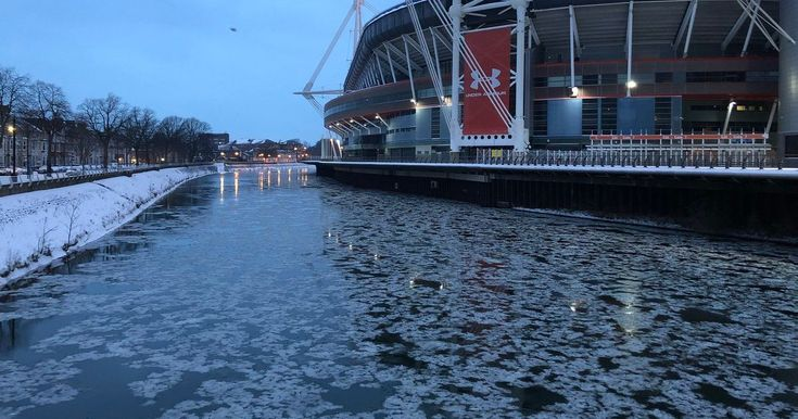 Sub-zero temperatures around Wales led to this unusual sight in Cardiff city centre
