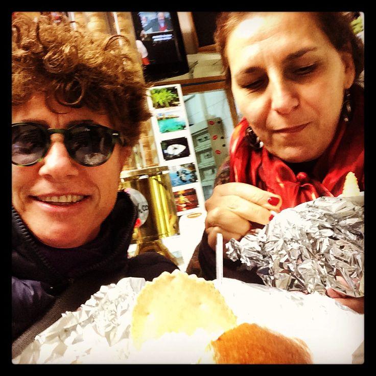 Selfie con Romana che mi ha portato in una gelateria siciliana  a  Torino per mangiare la 'brioscia ' con gelato. Niente a che vedere con quella sicula...