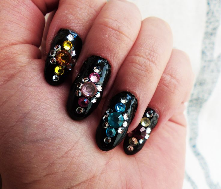 #nails #nailart #nail #art #kynnet #rhinestones #diamonds #black #beauty #trends #fashion