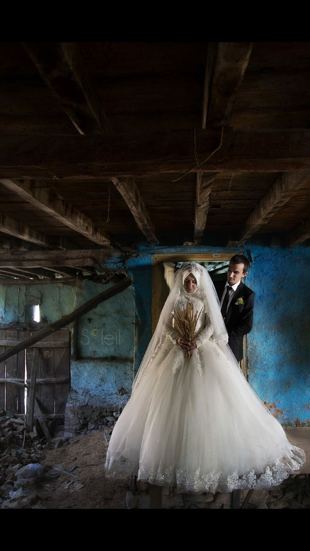 Wedding Photography in a ruin.. We use day light. For more information and free Photography workshop write us !   www.soleilart.com.tr