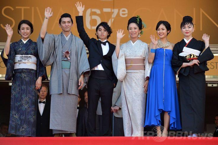 第67回カンヌ国際映画祭(Cannes Film Festival)のコンペティション部門出品作『2つ目の窓(Still the Water)』の公式上映に出席した(左から)渡辺真起子(Makiko Watanabe)、村上淳(Jun Murakami)、村上虹郎(Nijiro Murakami)、河瀬直美(Naomi Kawase)監督、吉永淳(Jun Yoshinaga)、松田美由紀(Miyuki Matsuda、2014年5月20日撮影)。(c)AFP/ALBERTO PIZZOLI ▼21May2014AFP パルムドール狙う河瀬監督の『2つ目の窓』上映、賛否両論 http://www.afpbb.com/articles/-/3015446 #Naomi_Kawase #Cannes_Film_Festival