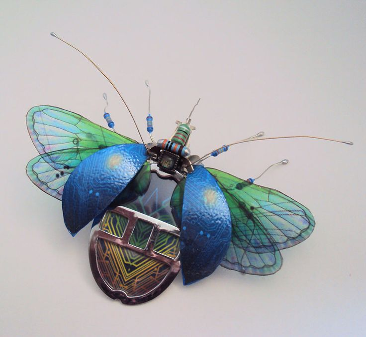 Wonderful Insect Sculptures Come From Old Computer Components_2
