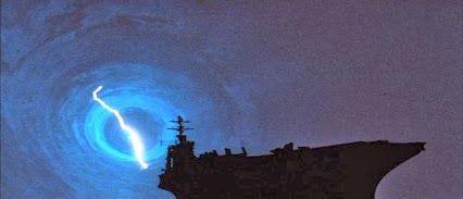 4 december 2013: Aftellen. Foto: Tijdens een storm komt een vliegdekschip uit 1980 terecht  bij Pearl Harbor net voor de Japanse aanval in 1941 in The Final Countdown (1980) en dan is het aftellen naar de aanval en besluiten om in te grijpen of niet.