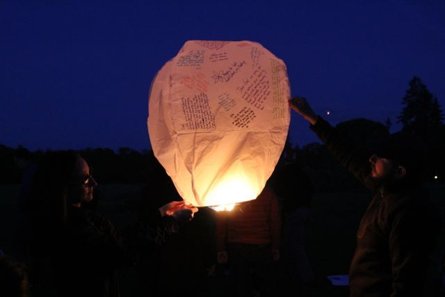 When you decide to host a wish lantern sendoff, please allow everyone to write a wish on their sky lantern! It is THE MOST meaningful part of a sky lantern sendoff! #wishlanterns #skylanterns #chineselanterns #wedding #weddingexit #weddingideas