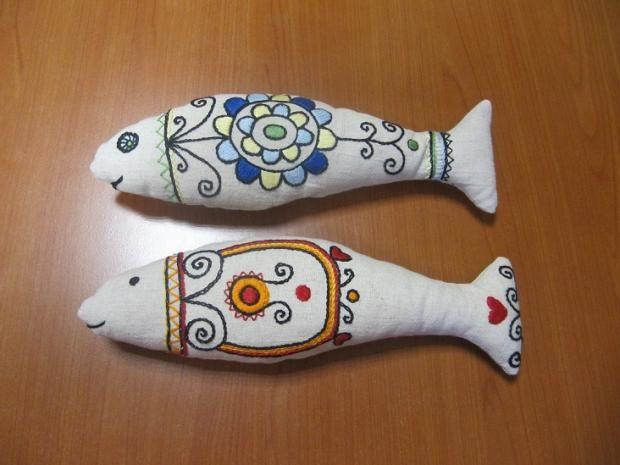 Nádherné a originálne šité rybičky s folklórnym motívom. Paráda! Autorka: jojka. Šitie, folklór, ryby, rybky, rybičky, hračky, diy. Artmama.sk
