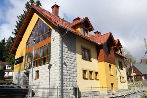Hotel Dobry Klimat Szklarska Por?ba Located in a quiet part of Szkarska Por?ba, Hotel Dobry Klimat offers accommodation 450 metres from the city centre. Free WiFi access is available.  Classically decorated rooms here will provide you with a flat-screen TV and cable channels.