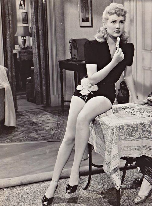Sideboobs Legs Betty Jumel  naked (98 photos), Facebook, braless