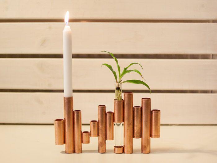 Wonnaccessoires aus Kupfer wirken kühl und gleichzeitig elegant und hochwertig. Als Kerzenständer verwendet, setzt Kupfer trotz schlichtem Designs, einen warmen Akzent in Deiner Wohnung.