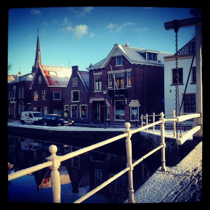 Zicht vanaf de brug over de Oudegracht.