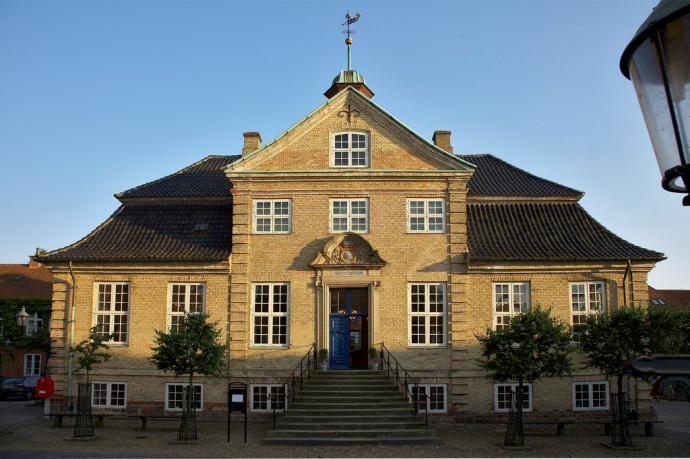 Viborgs gamle rådhus er byens smukkeste barokbygning. Siden 1889 har der været museum i bygningen.