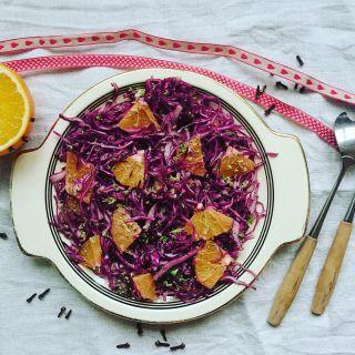 Jeg har laget verdens beste rødkålsalat. I allefall en av verdens beste. Det er imidlertid ikke salaten i seg selv som gjør denne så god, for her ligger alt i dressingen.