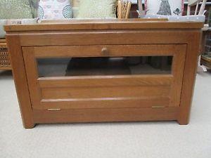 Mouseman-Robert-Thompson-Apprentice-Rabbitman-Heap-Oak-TV-Cabinet