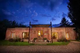 Close to Argentina's wine capital Mendoza you'll find boutique hotel Posada Borravino in the small village of Chacras de Coria on journeylism.nl