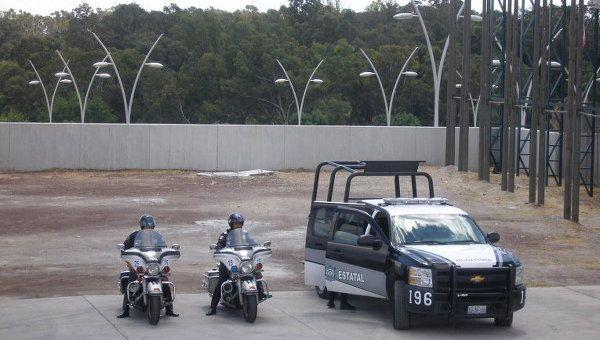 В Мексике на парковке нашли тела шести... http://uinp.info/important_news/v_meksike_na_parkovke_nashli_tela_shesti_chelovek  КИЕВ, 26 сен – РИА Новости Украина. Тела сразу шести человек были обнаружены ввоскресенье неподалеку отмедицинской клиники вмексиканском городе Масатлан штата Синалоа, сообщает местная полиция.По данным портала Riodoce, трупы были оставлены неизвестными узадней части здания, где расположен въезд длямашин скорой помощи ипарковка.Тела упакованы вбольшие пакеты…