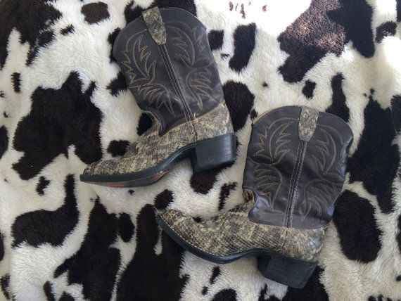 Snakeskin Cowboy Boots / cowgirl / ankle boots / 6 / western /