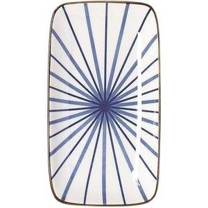 Om de show mee te stelen in de woonkamer: bord Lines uit de collectie van Riverdale. Het rechthoekige bord is vervaardigd van wit porselein en voorzien van een dessin in blauwe strepen. Door de blauwe cirkel in het midden, waar de blauwe lijnen allemaal in uitkomen, krijgt het bord een bijzondere elegantie. Je kunt hem daarom gebruiken als kunstobject op de salontafel of als exclusieve fruitschaal. Met Riverdale kun je alle kanten op! Lengte: 22 cm