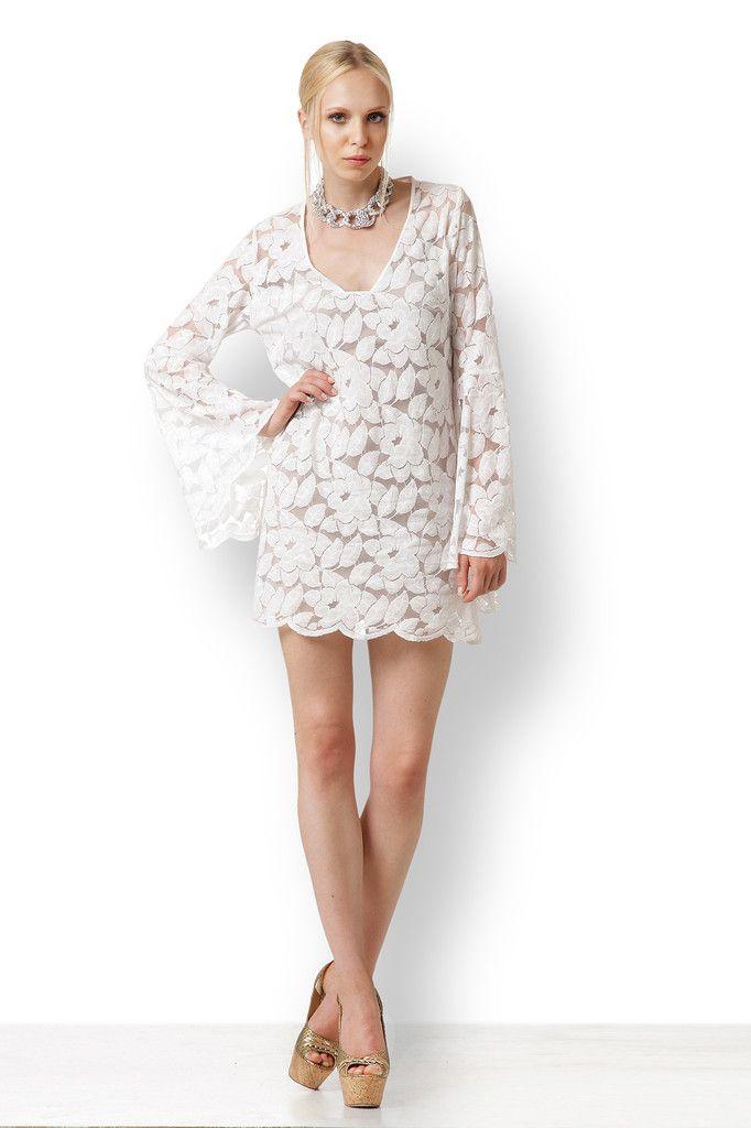 Η ΑΣΠΡΗ ΔΑΝΤΕΛΑ Εξαιρετικό κομμάτι. Αυτό το υπέροχο φόρεμα είναι φτιαγμένο από φίνα δαντέλα και μπορεί να φορεθεί ακόμη κι ως μοντέρνο εναλλακτικό νυφικό.