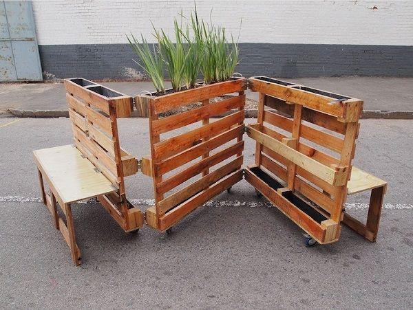 Lavička a květináč v jednom: Další využití pro dřevěné přepravní palety | Nazeleno.cz