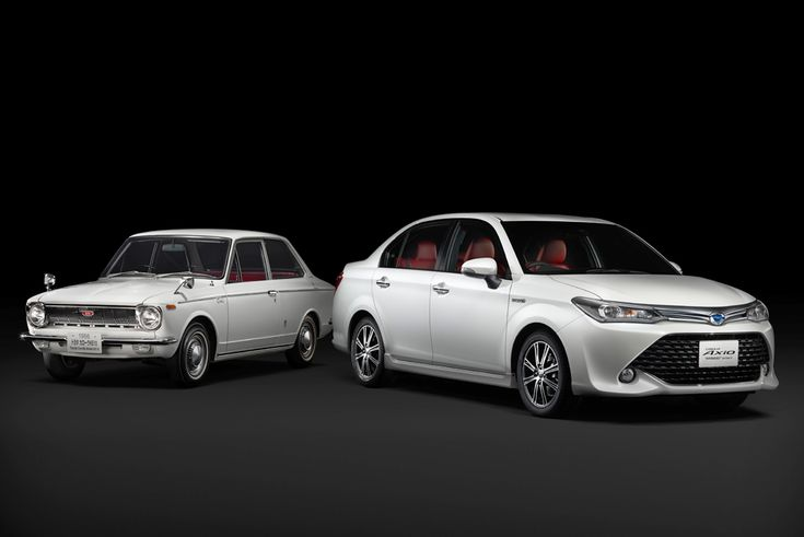 Полувековой юбилей модели Toyota Corolla в компании отметили выпуском юбилейной лимитированной версии седана Corolla Axio Hybrid.