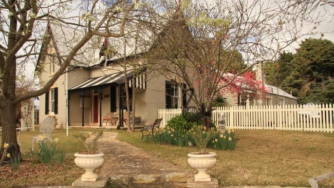 Old Australian house where vicar Jonas Miller and Mrs Florence Miller live (Bindarra Creek Makeover)