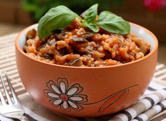 Μελιτζάνες με ρύζι. Η μελιτζάνα και το ρύζι...εύκολος και γευστικός συνδυασμός...
