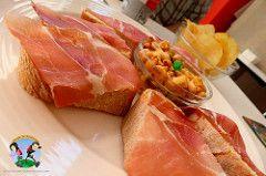 Vigo la ciudad de las tapas gratis. Descubre los mejores bares para tomar unas tapas en Vigo (Galicia). Empanada de pulpo, garbanzos con chorizo, tortilla de patatas, ... para disfrutar con tu bebida