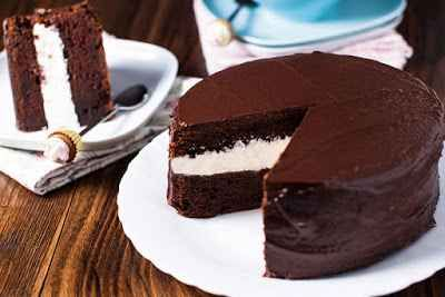 Torta al cioccolato: una ricetta da provare INGREDIENTI:   650 GRAMMI CILIEGIA                                              155 GRAMMI FARINA   3 DECILITRI PANNA FRESCA                                  3 UOVA   2 CUCCHIAI ZUCCHERO A VEL #cucina #valigia #torta