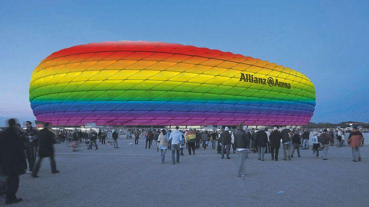 München - Wenn am Samstag in München der Christopher Street Day stattfindet, wird auch die Allianz Arena mitfeiern.