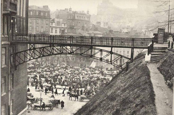 Nowy Zjazd,mostek łączący wiadukt z kamienicą Matiasa Taubenhausa.Przed 1939r. Źródło:Warszawa 1939.pl