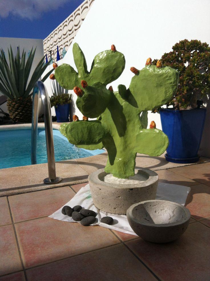 Cactus de Papel Maché con macetero de cemento. Handmade by Ricky!