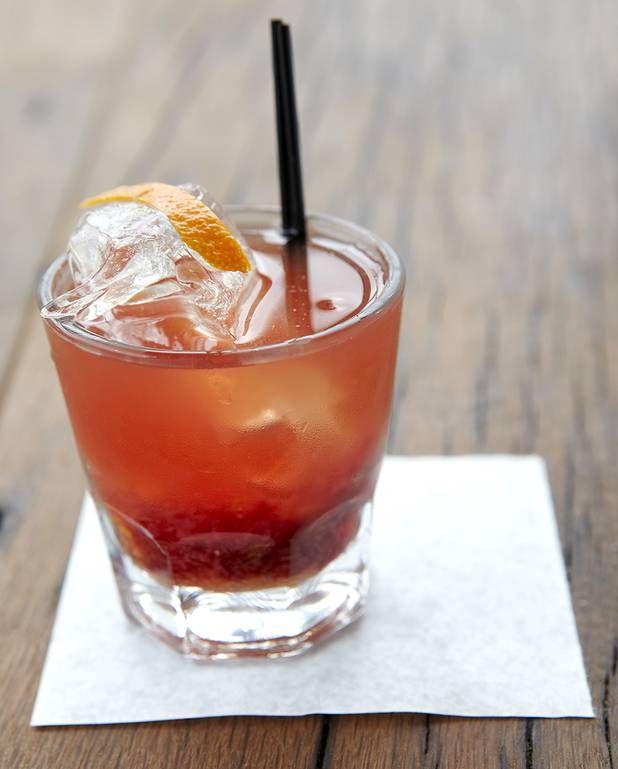 Cocktail au whisky et au citron pour 1 personne - Recettes Elle à TableIngrédients      5 cl de whiskyliqueur de framboise      citronnade citron