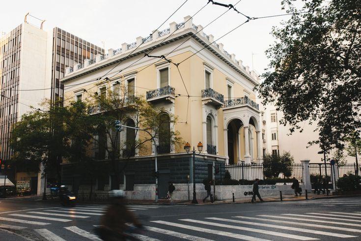 Μέγαρο οδού Ακαδημίας και Κανάρη γωνία. Επιφάνεια 1.160 τ.μ.  Έργο του Ernst Ziller. Ιιοκτησία του Λεωνίδα Δεληγιώργη (1840-1928) πολιτικού & δημοσιγράφου. Για 30 σχεδόν χρόνια στέγασε την ''Ταινιοθήκη της Ελλάδος''. Επί δικτατορίας απειλήθηκε με κατεδάδιση. Το 1997 μια πυρκαϊά παραλίγο να το καταστρέψει. Το κτίριο συνδέεται από πίσω με το της οδού Πινδάρου 2. Σήμερα αναπαλαιώθηκε.