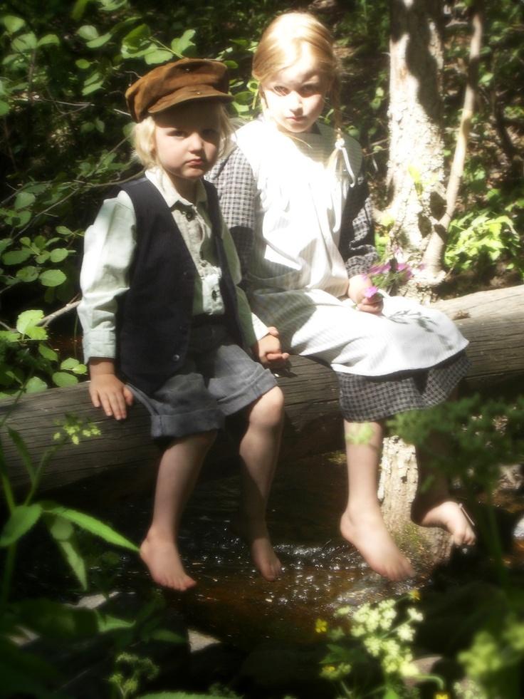 Ruukin Avain - Isoäidin Aikaan Pikku Pekka Meeri malleina kuvaajalle. https://www.facebook.com/ruukinavain #RuukinAvain #Mathildedal #kesäteatteri