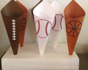 Football Snack Candy cônes pour par AnnettesPartyFavors sur Etsy