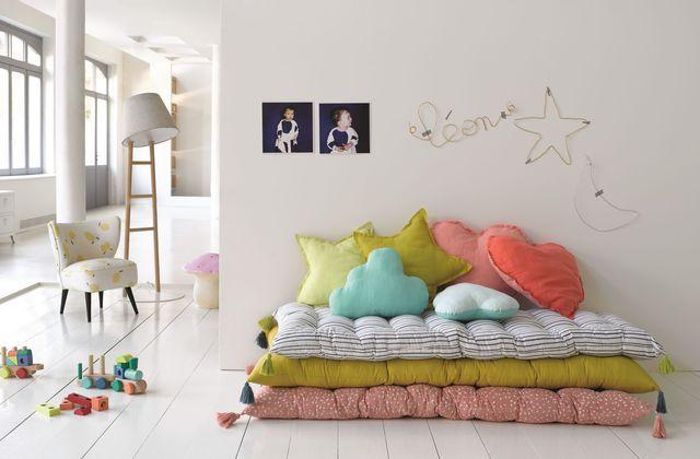Babucci floor mattress, 49 euros. Cushions Achenza, 25 euros. AM.PM.