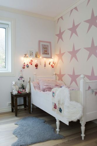Really like this large stencil pattern on the wall - kids room