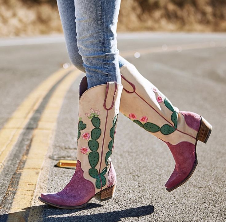 Not all those who wander are lost XOXO, Lane : Country Outfitter #getyourlanefix #laneboots