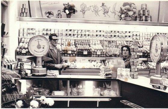 Personeel groentewinkel Ardon, met Dik en Bep.