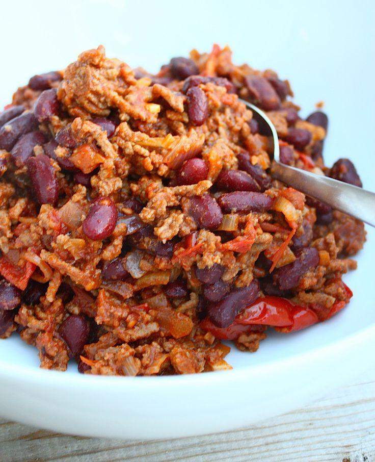 Een heerlijk recept voor chili con carne. Die je in 30 minuten op tafel zet of een aantal uur laat stoven voor een nog meer intense smaak.