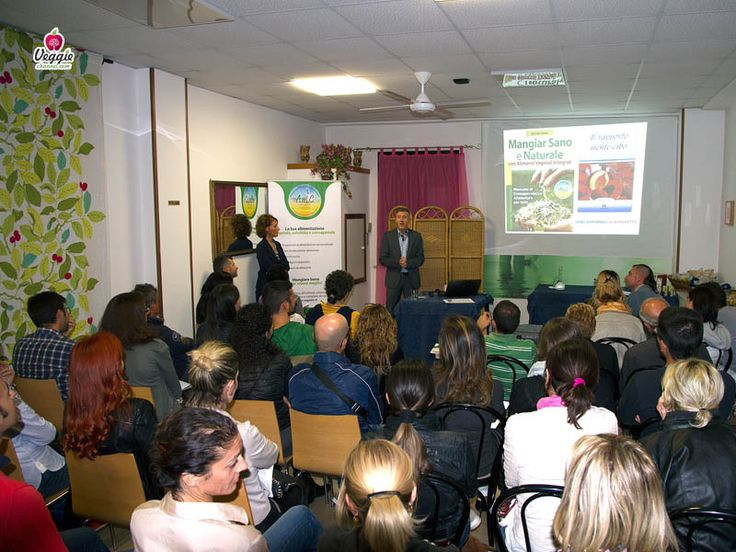 """VIDEO: """"Mangiar Sano e Naturale - Conferenza del Dott. Michele Riefoli"""". Il Dott. Riefoli insegna come gestire al meglio la propria alimentazione attraverso cibi a base vegetale. La conferenza è stata organizzata dall'associazione """"Alimentiamo la Salute"""" il 26 settembre 2014 a Cattolica. http://www.veggiechannel.com/video/scienze-medicina-salute-alimentazione/mangiar-sano-e-naturale-conferenza-michele-riefoli"""