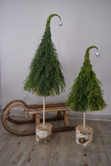 Tannenbäumeauf einem Holzklotz