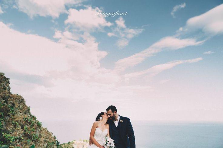 È la tua voce che mi tranquillizza. È il tuo modo di parlare, il tuo modo di chiamarmi, quel nomignolo che mi riservi. È che sei tu. E quando si tratta di te, io non lo so che mi succede. Per quanto cerchi di trattenermi, se si tratta di te io sono felice. 💑 Wedding O+T❤ #fotograficart #wedding #weddingday #weddinginsicily #catania #weddingavenue #weddinginitaly #love #Kiss #matrimoni #matrimonisicilia #romanticlove #weddingphotographer #fotografia #sicily #destinationwedding
