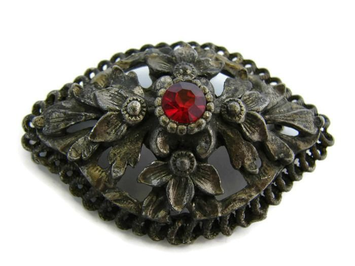 Vintage statement bronze brooch with red crystal. Perfect for your coat of jacket