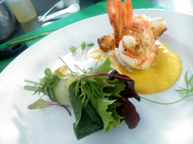 Fried prawns with a mango sauce and baby salad