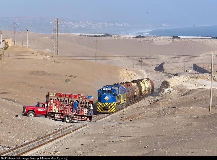 Perurail 756 - Close crossing