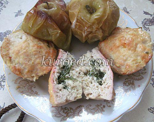 Куриные кексы с укропом и печеными яблоками, срез