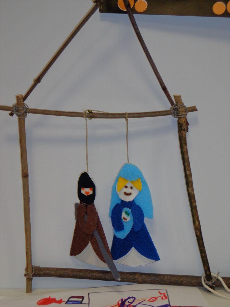 Réalisation de support en bois et fil de fer, puis découpage et collage des personnages de la crèches en feutrine et papier. CP décembre