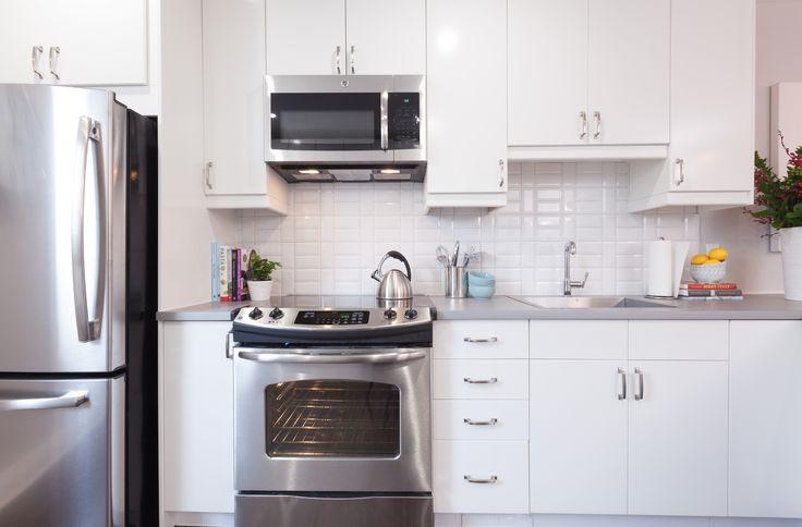 35 Fresh White Kitchen Cabinets Ideas To Brighten Your: Classic White Kitchen With Raised Tile Backsplash