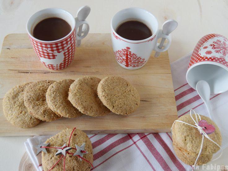 Camino acceso, copertina e questi deliziosi #biscottini #senzaglutine allo zenzero da tuffare in una bella tazza di cioccolata calda :) Viva il Natale <3 Grazie @fabipasticcio